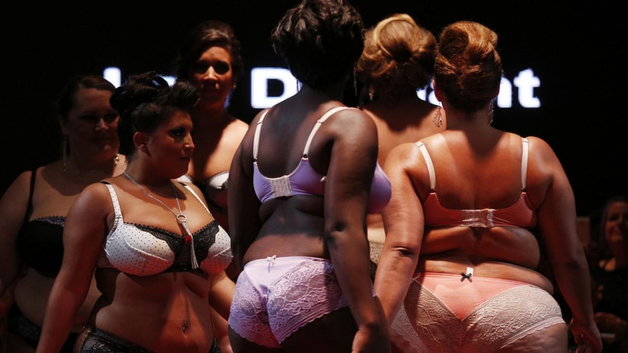 толстые тетки в нижнем белье, модели с ожирением и целлюлитом