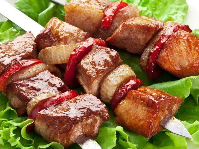 Треть вегетарианцев едят мясо, когда напьются