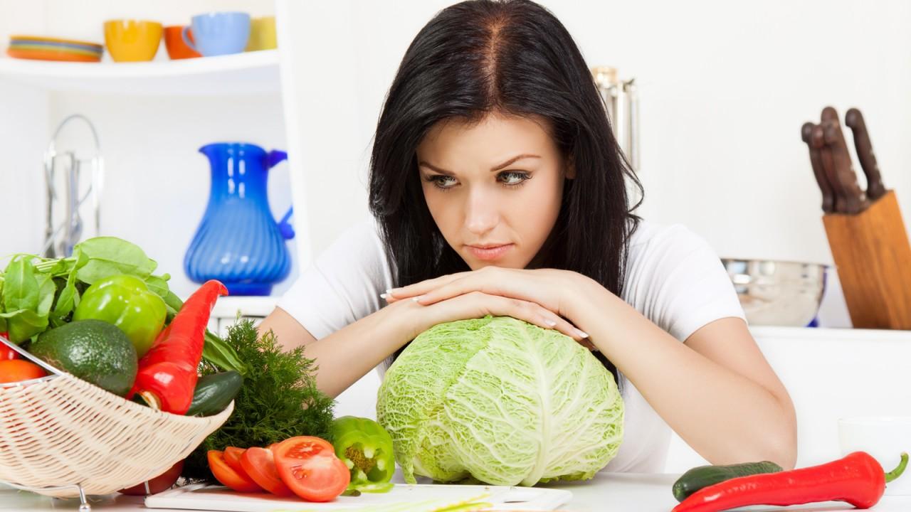 веганы анемия, воспаление кишечника, дефецит витамина B12, Кому нельзя быть сыроедом? анемия у веганов, вред сыроедения, опасности сыроедения, можно ли быть сыроедом
