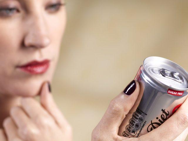 Почему диетические напитки с аспартамом могут сделать вас толстыми
