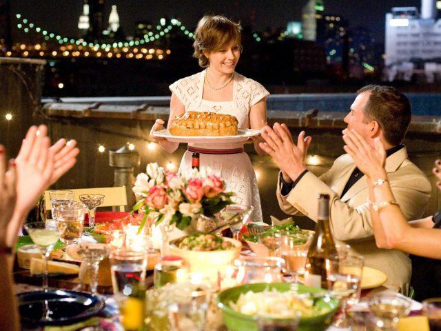 Как перестать переедать в кругу семьи и друзей