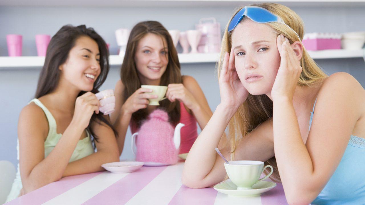 диета вызывает головные боли, еда и головные боли, почему болит голова, мигрень и еда